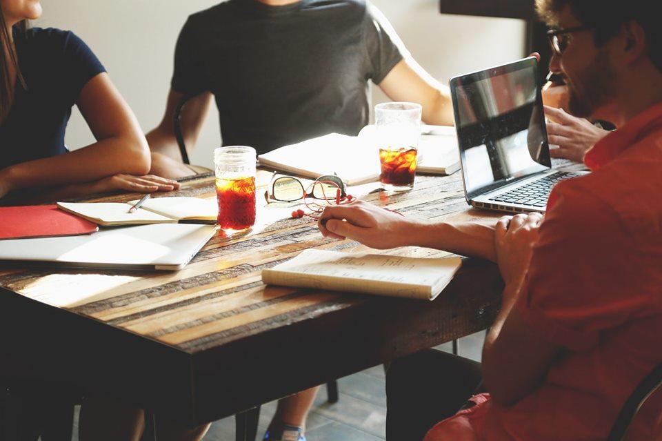 Megbeszélés záró retró, mint a meeting kultúra váltás eszköze